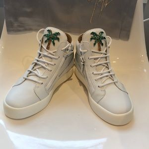 NIB Giuseppe Zanotti London Palm tree sneaker. 8.5